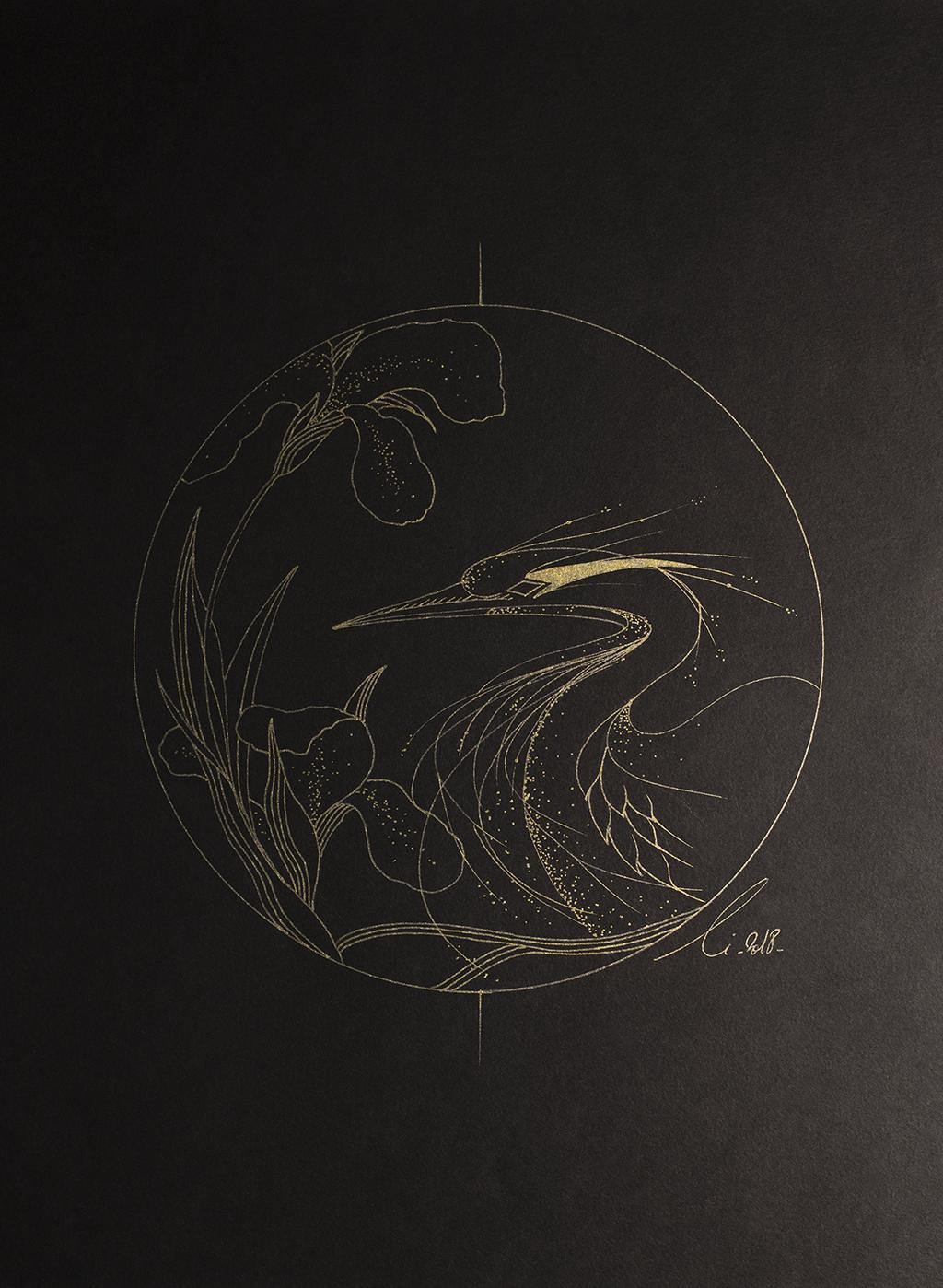 Le Héron aux Iris est un graphisme fait de lignes dorées sur fond noir.